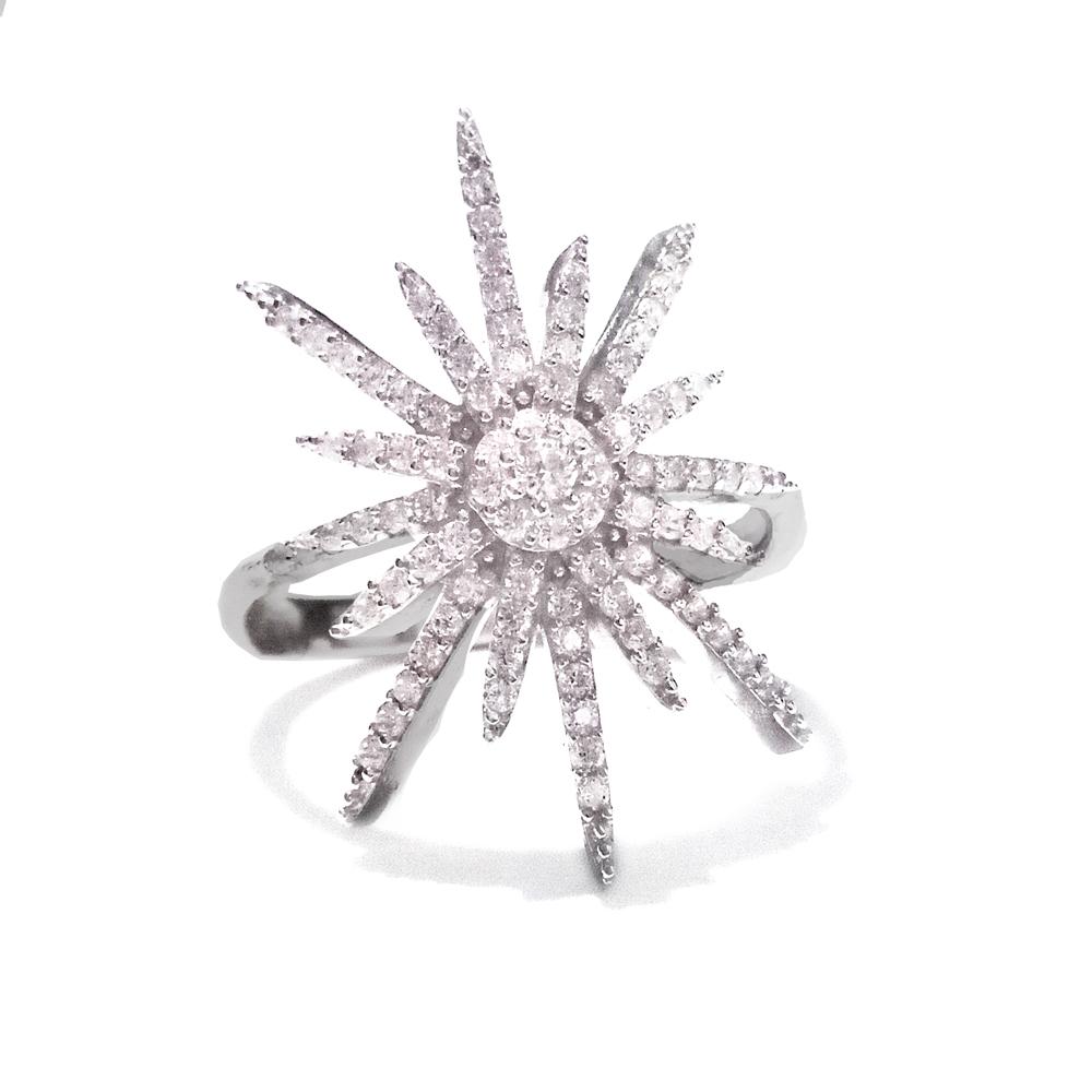 Prekrasan srebrni prsten s cirkonima u obliku zvijezde